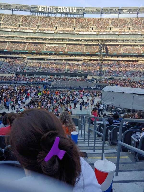 MetLife Stadium, section: 139, row: 22, seat: 1