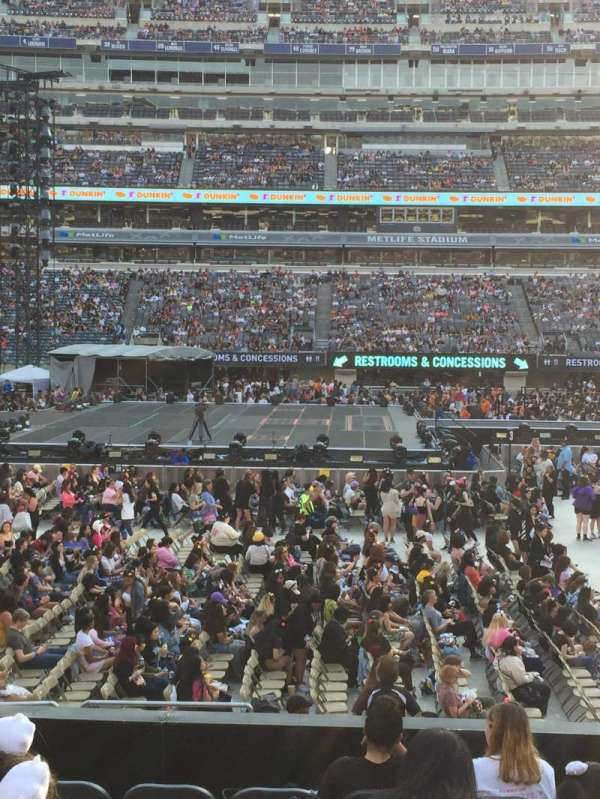 MetLife Stadium, section: 113, row: 9