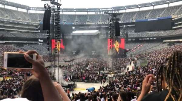 MetLife Stadium, section: 123, row: 32, seat: 1