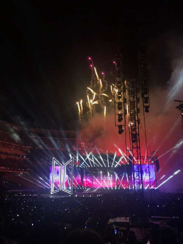 MetLife Stadium, section: 123, row: 7, seat: 18