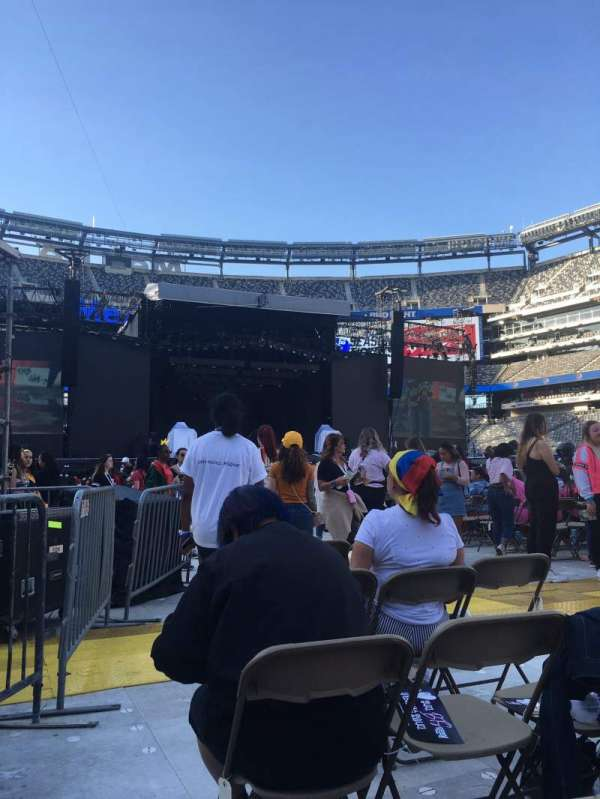 MetLife Stadium, section: Floor 11, row: 25