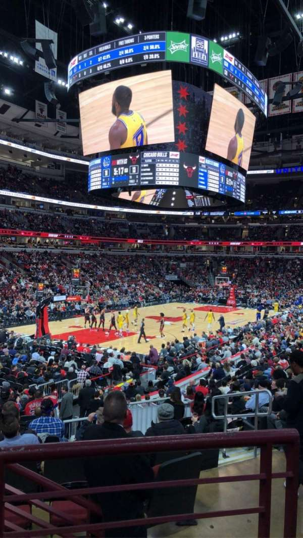 United Center, section: 104, row: 17, seat: 2