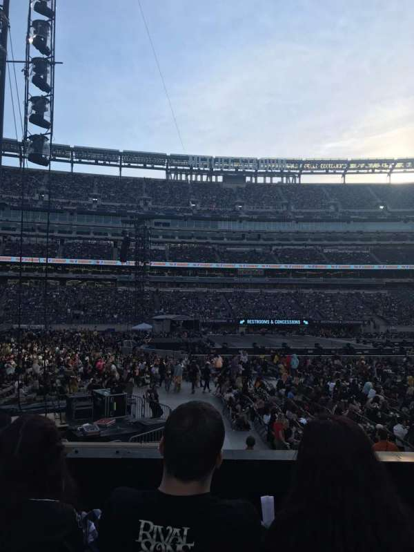 MetLife Stadium, section: 115C, row: 4, seat: 4