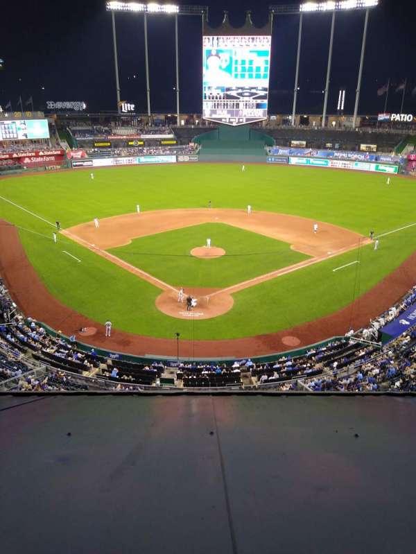 Kauffman Stadium, section: 421, row: H, seat: 4