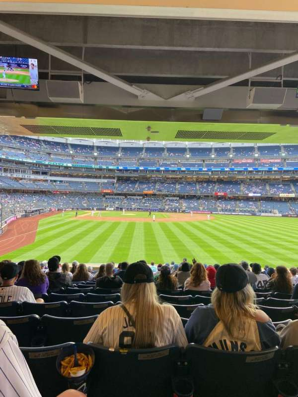 Yankee Stadium, section: 105, row: 17, seat: 16