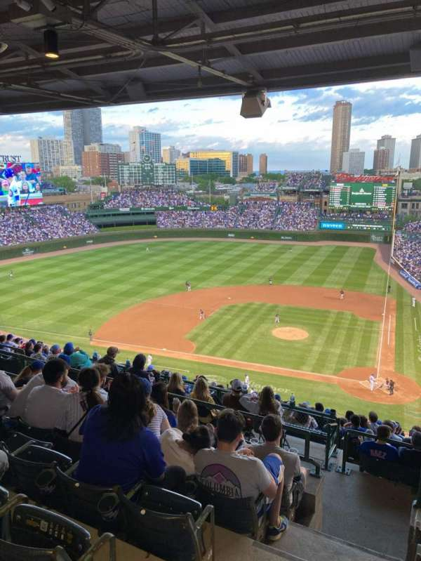 Wrigley Field, section: 414L, row: 6, seat: 1