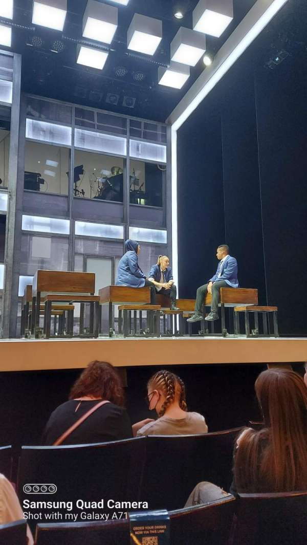 Apollo Theatre, section: Stalls, row: E, seat: 13