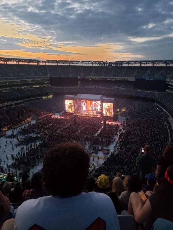 MetLife Stadium, section: 322, row: 20, seat: 16