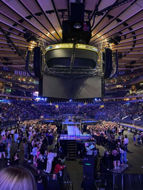Madison Square Garden, section: 112, row: 8, seat: 6