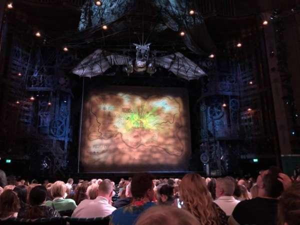 Apollo Victoria Theatre, section: Stalls, row: R, seat: 25