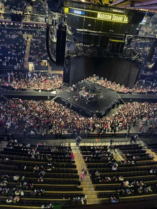 Madison Square Garden, section: 312, row: 1, seat: 16