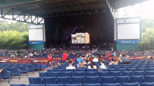 Veterans United Home Loans Amphitheater, section: 202, row: X, seat: 37