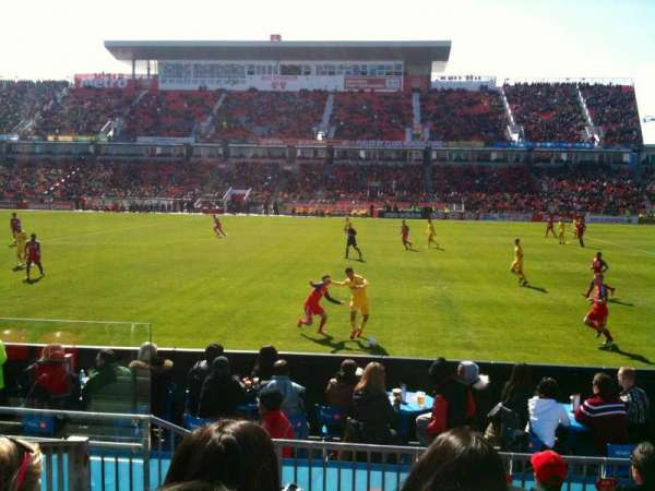BMO Field, section: 106, row: 6, seat: 28