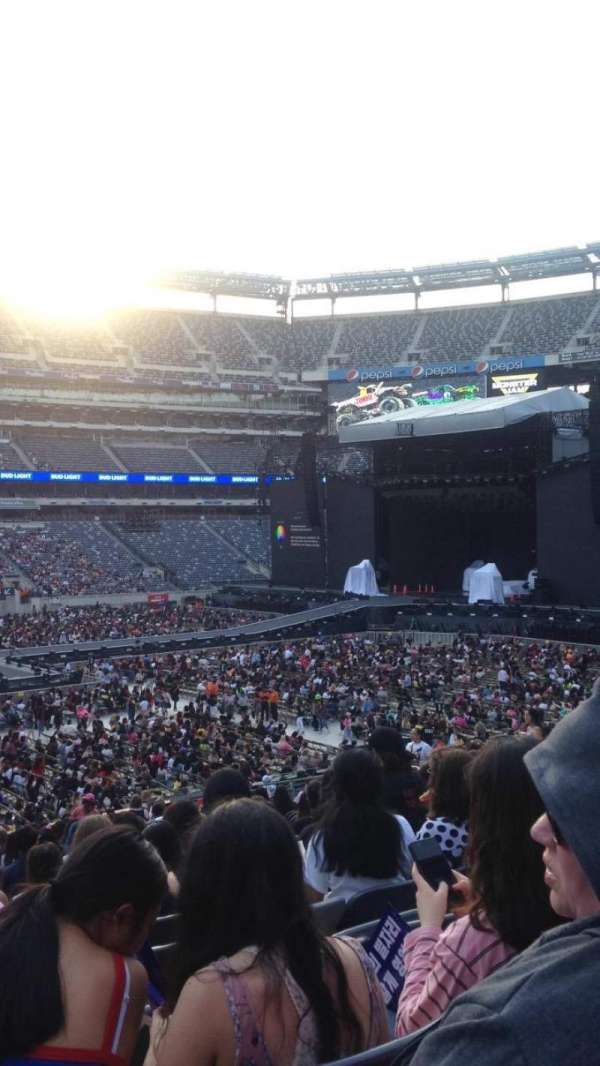 MetLife Stadium, section: 115A, row: 32, seat: 8