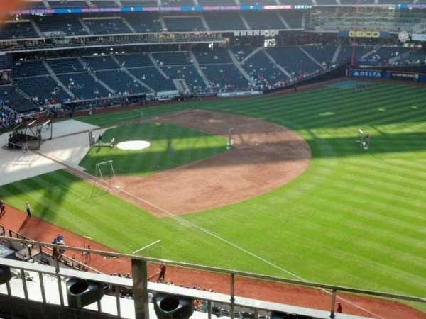 Citi Field, section: 403, row: 3, seat: 17