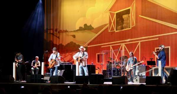 Ryman Auditorium, section: MF-3, row: Q, seat: 8