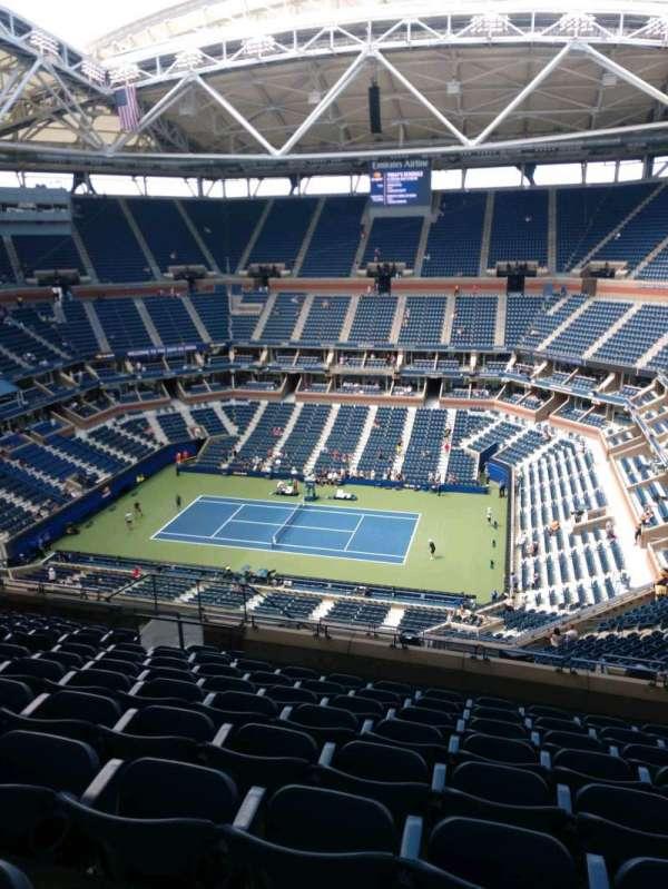 Arthur Ashe Stadium, section: 313, row: M, seat: 10