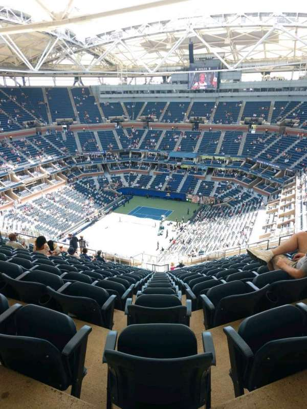 Arthur Ashe Stadium, section: 324, row: W, seat: 15