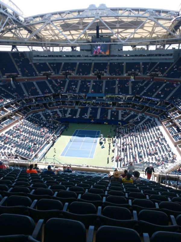 Arthur Ashe Stadium, section: 322, row: T, seat: 5