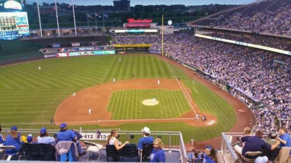 Kauffman Stadium, section: 412, row: BB, seat: 19