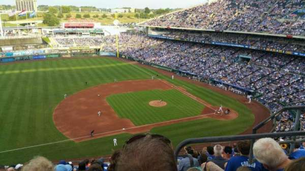 Kauffman Stadium, section: 409, row: R, seat: 17
