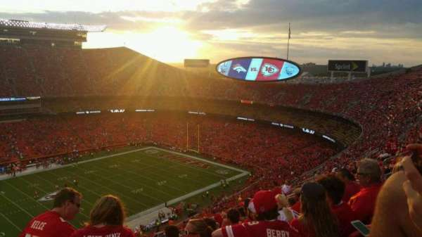 Arrowhead Stadium, section: 304, row: 20, seat: 15