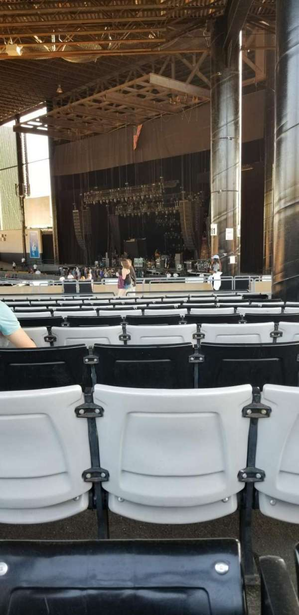 Hollywood Casino Amphitheatre (Tinley Park), section: 203, row: zz, seat: 4