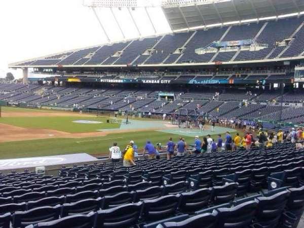 Kauffman Stadium, section: 117, row: R, seat: 5