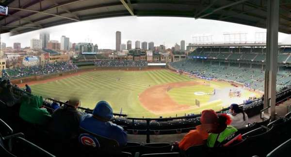 Wrigley Field, section: 410L, row: 4, seat: 106