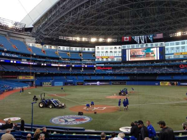Rogers Centre, section: 121L, row: 17, seat: 105