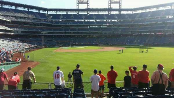 Citizens Bank Park, section: 106, row: 10, seat: 1