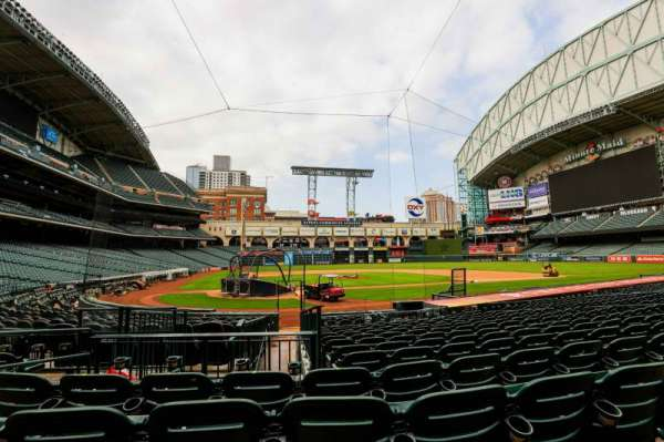 Minute Maid Park, section: 122, row: 17, seat: 5