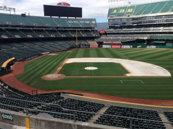 Oakland Coliseum, section: 213, row: 3