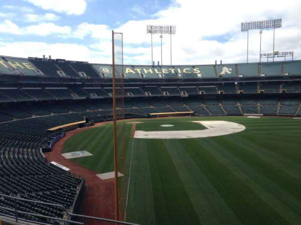 Oakland Coliseum, section: 202, row: 3
