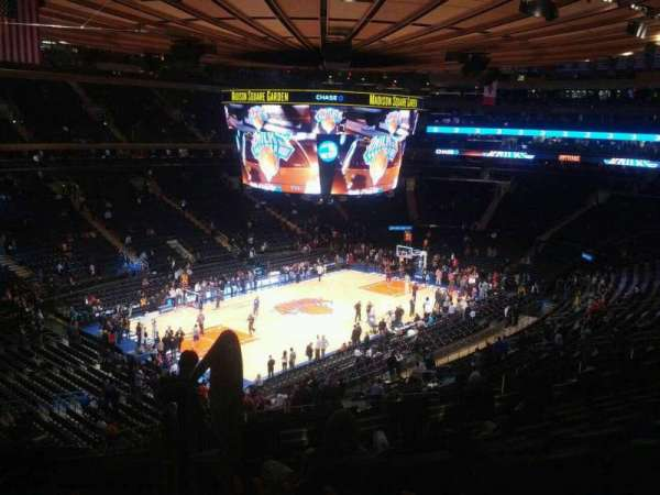 Madison Square Garden, section: 220, row: 8