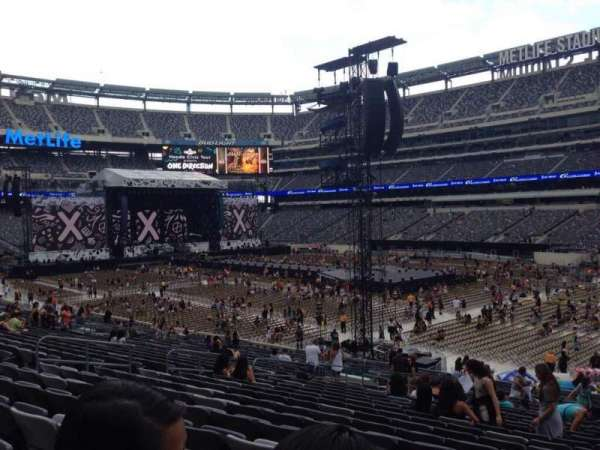 MetLife Stadium, section: 133, row: 30, seat: 14