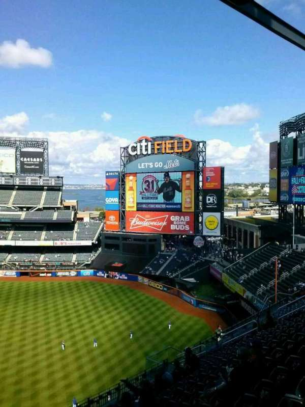 Citi Field, section: 505, row: 15, seat: 21