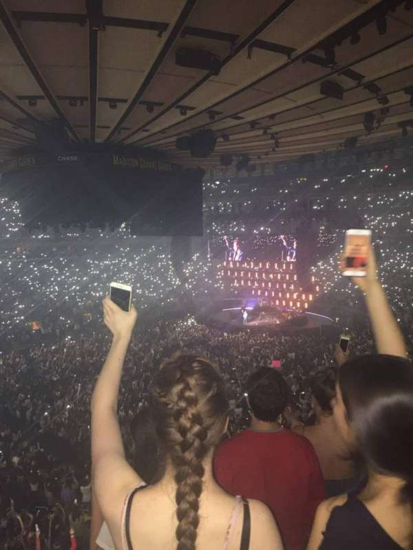 Madison Square Garden, section: 209, row: 3, seat: 3