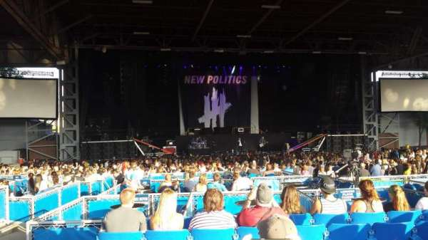 Hollywood Casino Amphitheatre (Maryland Heights), section: Upper center, row: KK