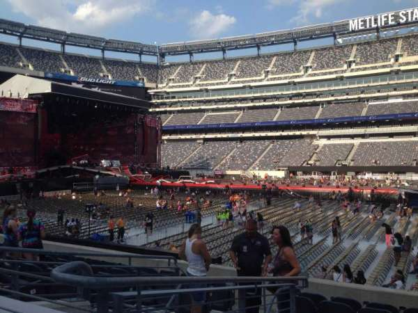 MetLife Stadium, section: 137, row: 14, seat: 22