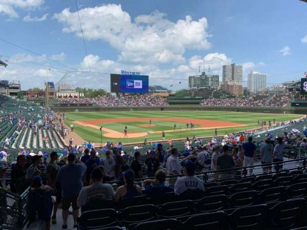 Wrigley Field, section: 220, row: 7, seat: 1