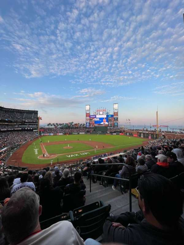 Oracle Park, section: 212, row: H, seat: 2