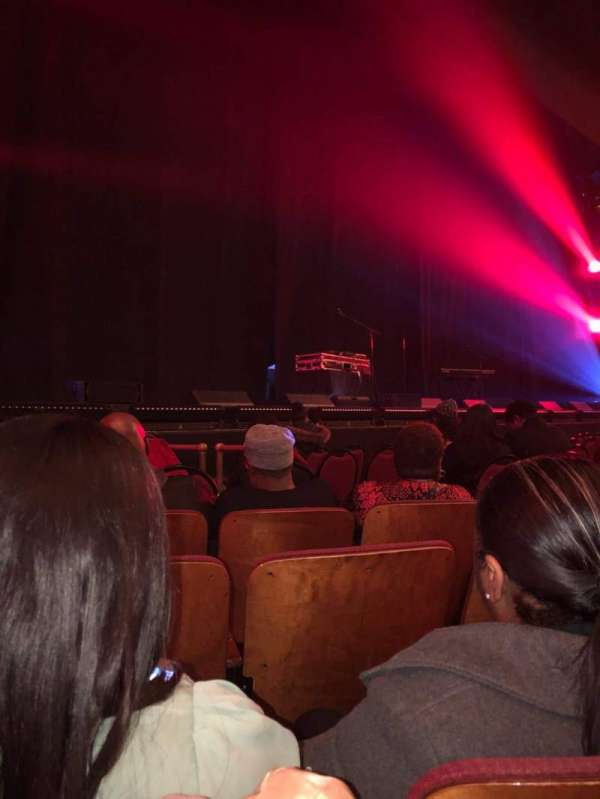 Chicago Theatre, section: MNFLR 3L, row: DD , seat: 311