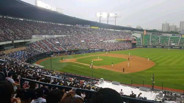 Jamsil Baseball Stadium, section: 306, row: 4, seat: 46
