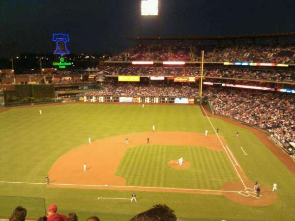Citizens Bank Park, section: 325, row: 7, seat: 19