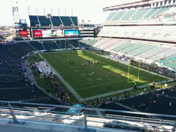 Lincoln Financial Field, section: Miller Lite Phlite Deck, row: 3, seat: 10