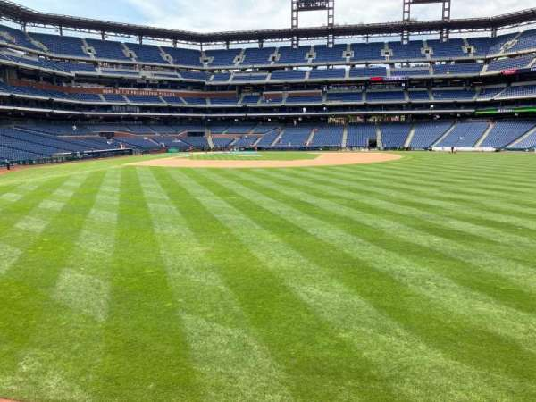 Citizens Bank Park, section: 104, row: 1, seat: 1