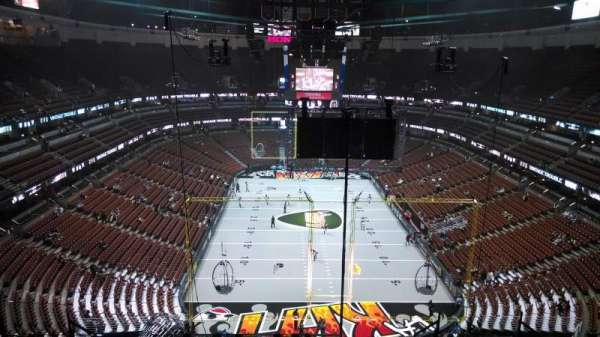 Honda Center, section: 423, row: M, seat: 8