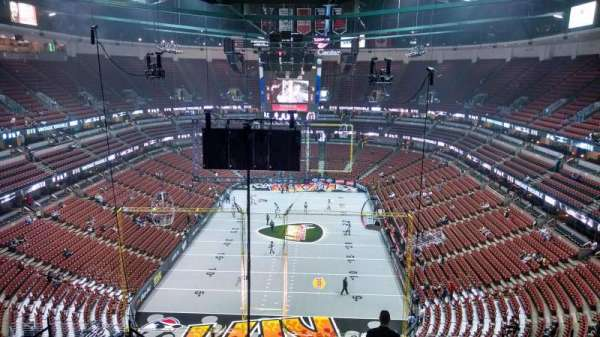 Honda Center, section: 422, row: M, seat: 8