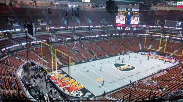 Honda Center, section: 418, row: M, seat: 8
